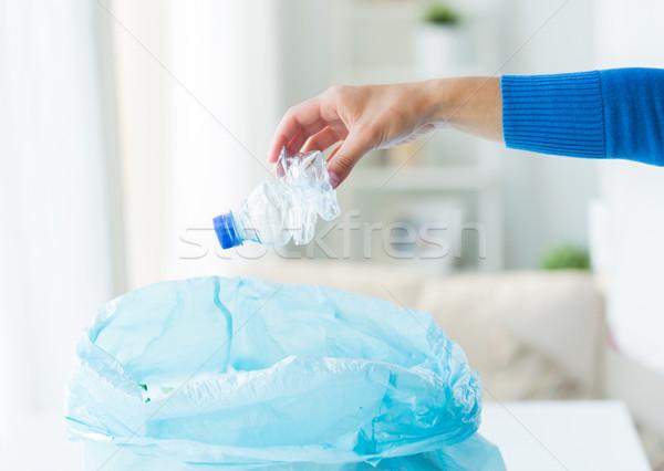 Közelkép kéz használt üvegek hulladék táska Stock fotó © dolgachov