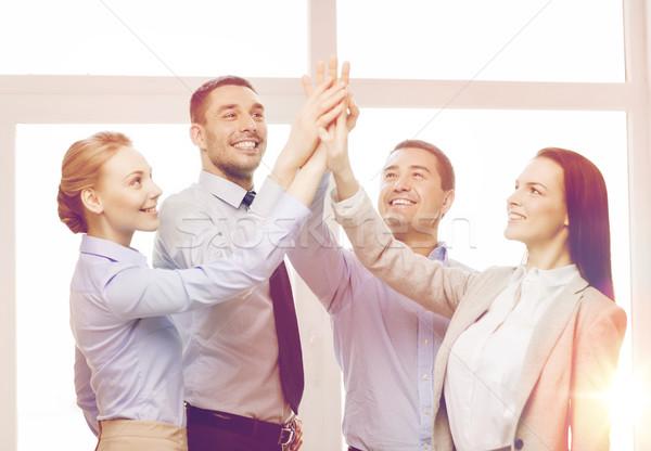 Heureux équipe commerciale high five bureau succès affaires Photo stock © dolgachov