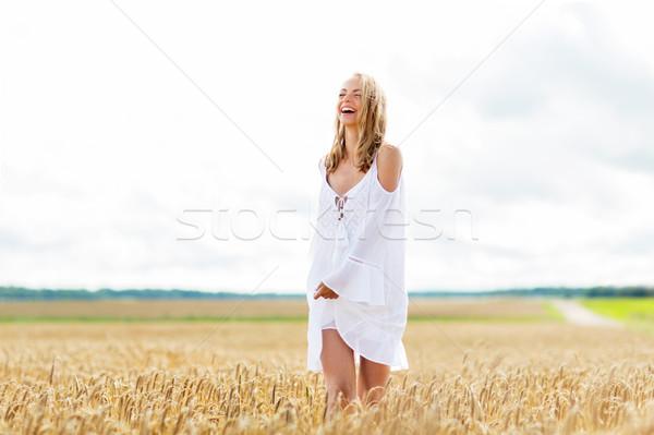 Sorridere abito bianco cereali campo paese Foto d'archivio © dolgachov