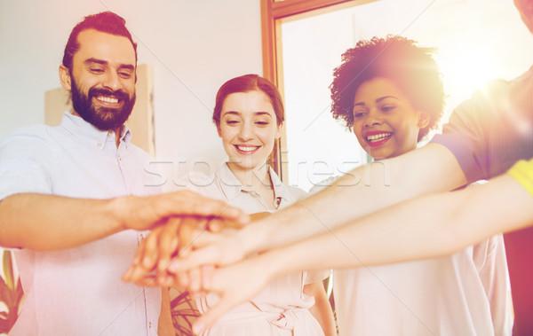 Feliz creativa equipo oficina negocios inicio Foto stock © dolgachov