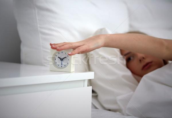 женщину будильник кровать домой спальный Сток-фото © dolgachov