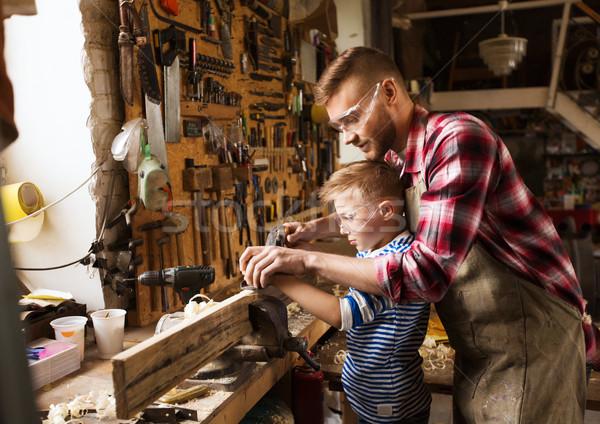 Baba oğul düzlem ahşap atölye aile marangozluk Stok fotoğraf © dolgachov