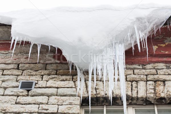 Kar asılı Bina çatı sezon konut Stok fotoğraf © dolgachov