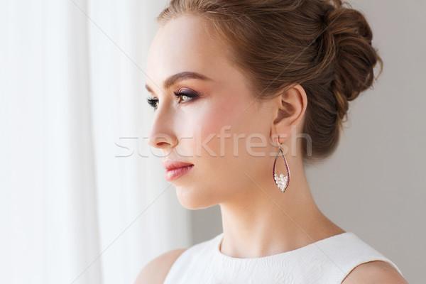 笑顔の女性 白いドレス 真珠 宝石 高級 結婚式 ストックフォト © dolgachov