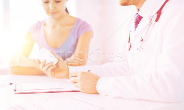 Paciente médico manos médicos Foto stock © dolgachov