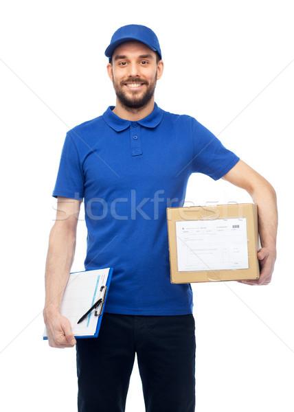 Boldog futár csomag doboz vágólap házhozszállítás Stock fotó © dolgachov