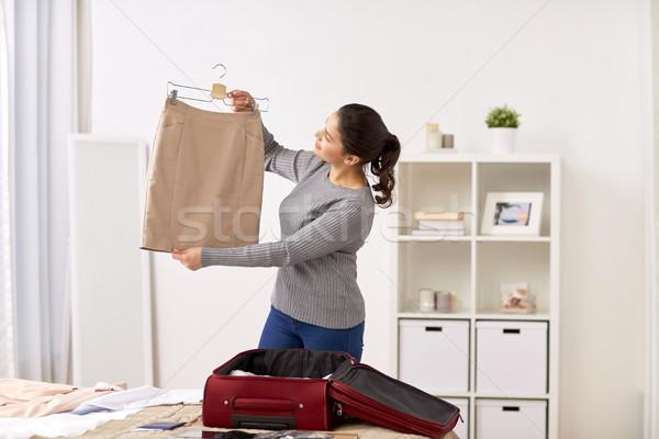 Mujer viaje bolsa casa Foto stock © dolgachov