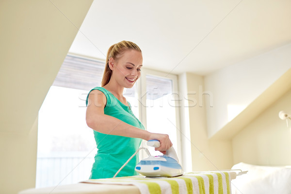 Gelukkig vrouw ijzer strijken boord home Stockfoto © dolgachov