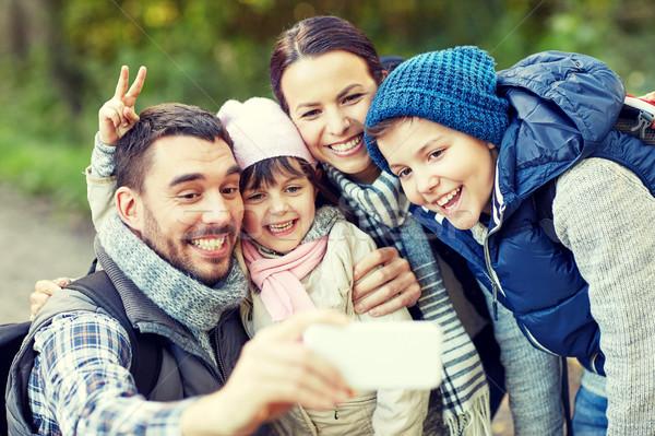 家族 スマートフォン 森 旅行 観光 ストックフォト © dolgachov