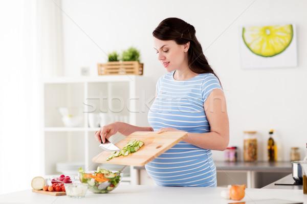 ストックフォト: 妊婦 · 料理 · 野菜 · サラダ · ホーム · 健康的な食事