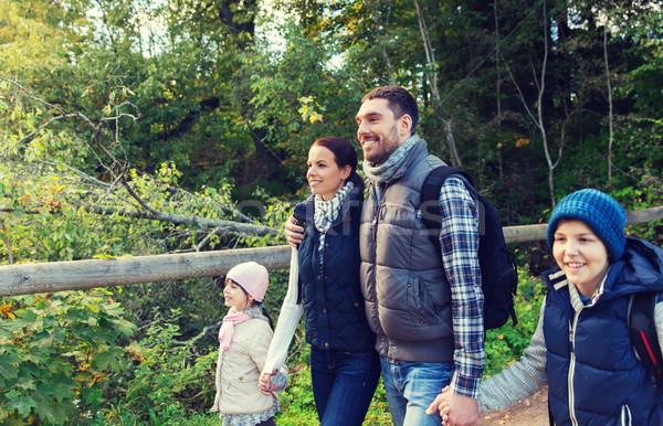 счастливая семья походов лесу Adventure путешествия туризма Сток-фото © dolgachov