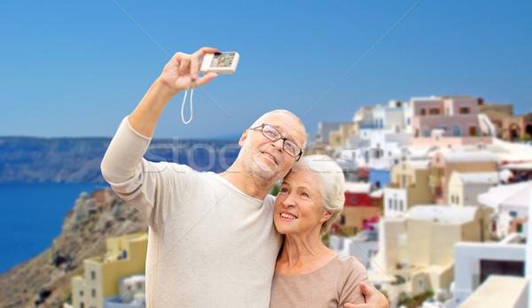 Idős pár kamera utazás Santorini turizmus utazás Stock fotó © dolgachov