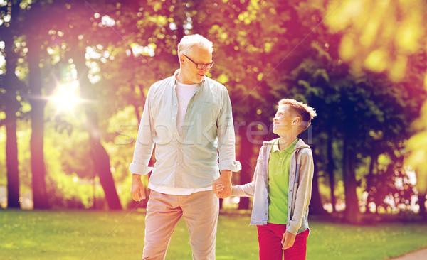 Nagyapa unoka sétál nyár park család Stock fotó © dolgachov