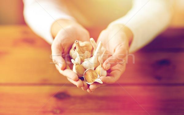 Donna mani aglio salute Foto d'archivio © dolgachov