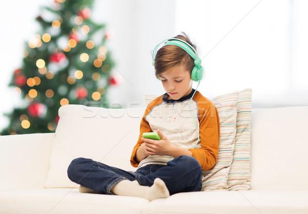 ストックフォト: 少年 · スマートフォン · ヘッドホン · クリスマス · 子供 · 技術