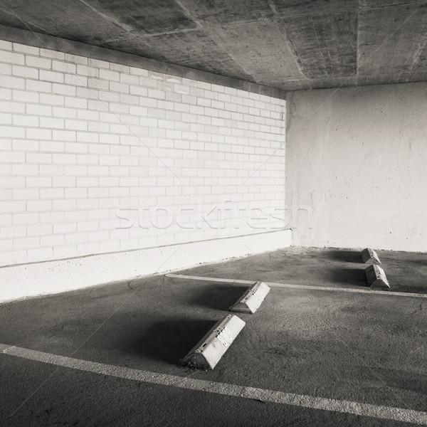 Parking pusty puszka używany ściany tle Zdjęcia stock © donatas1205