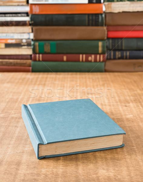 Photo stock: Livres · livre · table · peu · profond · accent · papier