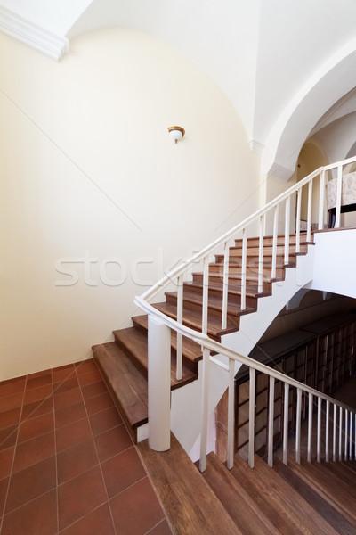 Pusty klatka schodowa klasyczny budynku wnętrza drewna Zdjęcia stock © donatas1205