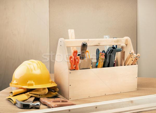 Tamplarie set de instrumente cască tabel lemn Imagine de stoc © donatas1205