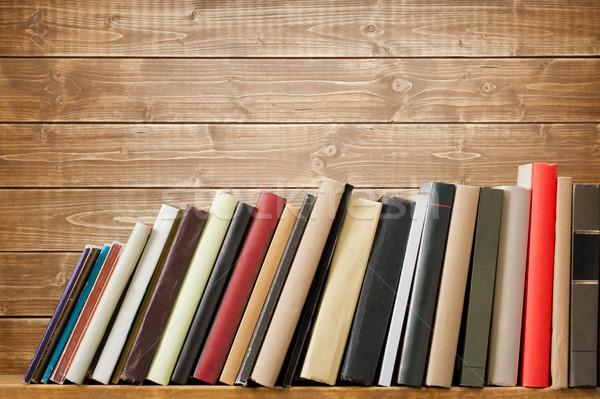 Photo stock: Livres · vieux · bois · plateau · pas · étiquettes