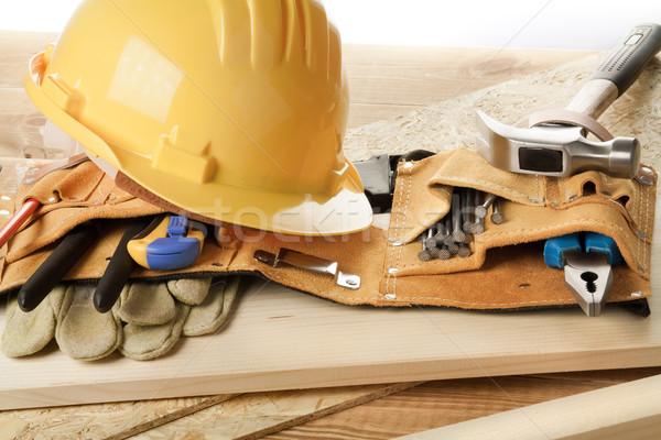Tamplarie galben cască instrument centură lemn Imagine de stoc © donatas1205