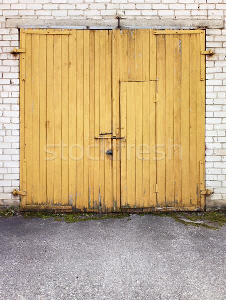 гаража тесные желтый дверей дома стены Сток-фото © donatas1205