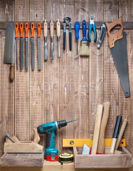 Stolarka stolarstwo narzędzia wiszący ściany drewna Zdjęcia stock © donatas1205