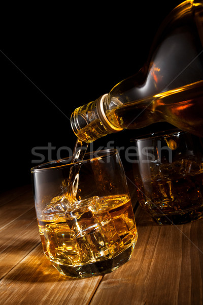 Whiskey rotsen partij tabel bar fles Stockfoto © donatas1205