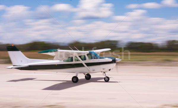 Leszállás repülőgép bemozdulás kicsi sóder levegő Stock fotó © Donvanstaden