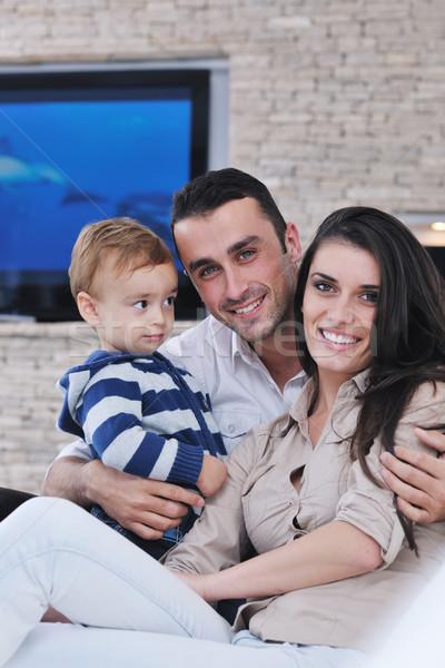 Gelukkig jonge familie leuk tv ontspannen Stockfoto © dotshock