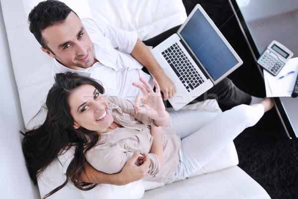 Foto stock: Alegre · Pareja · relajarse · trabajo · ordenador · portátil · moderna