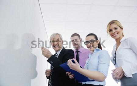 ストックフォト: ビジネス女性 · 立って · スタッフ · 成功した · 現代 · 明るい