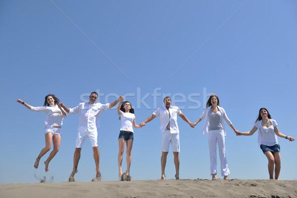 Foto stock: Pessoas · felizes · grupo · diversão · corrida · praia · correr