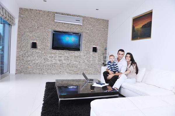 Felice giovani famiglia divertimento tv rilassante Foto d'archivio © dotshock
