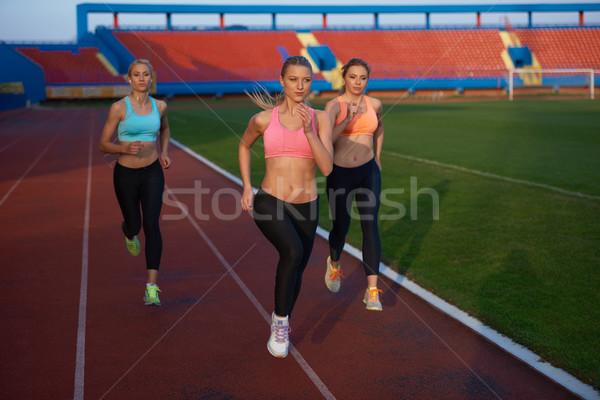 Atléta nő csoport fut atlétika versenypálya Stock fotó © dotshock