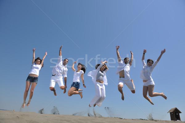 Сток-фото: счастливые · люди · группа · весело · работает · пляж · запустить