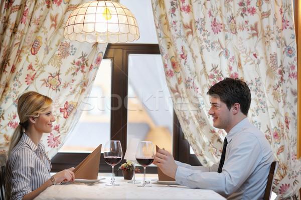 Fiatal pér vacsora étterem lány étel mosoly Stock fotó © dotshock