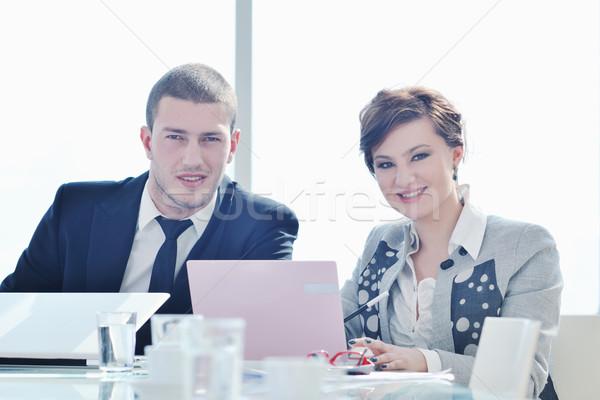 Groep zakenlieden vergadering jonge conferentiezaal nieuwe Stockfoto © dotshock