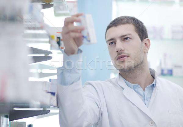 Farmacêutico químico homem farmácia farmácia retrato Foto stock © dotshock