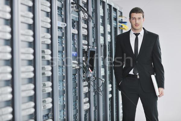 üzletember laptop hálózat szerver szoba fiatal Stock fotó © dotshock