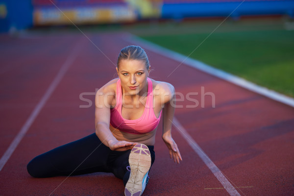Sportlich Frau sportlich Rennstrecke jungen Läufer Stock foto © dotshock