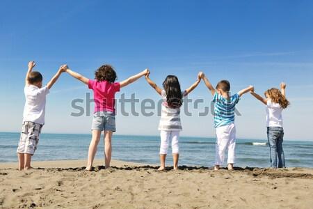Boldog gyermek csoport játszik tengerpart jókedv Stock fotó © dotshock