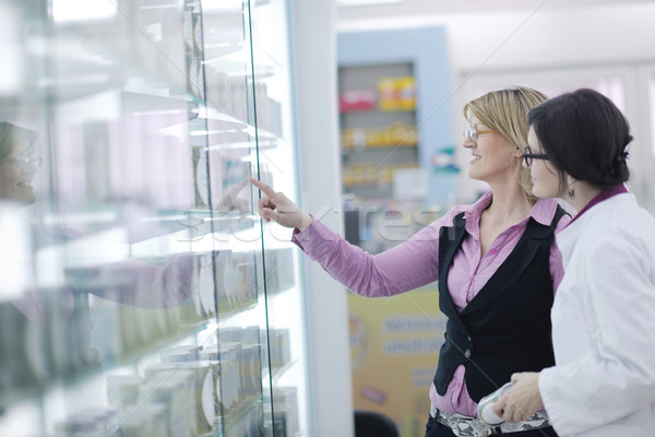 Zdjęcia stock: Farmaceuta · medycznych · narkotyków · apteki · apteka