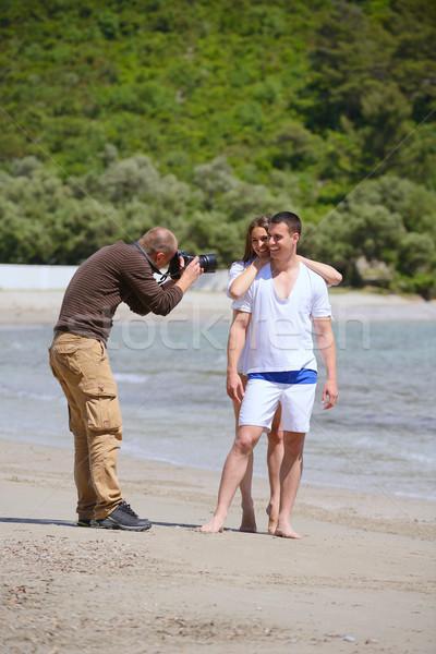 Fotós elvesz fotó tengerpart modellek pár Stock fotó © dotshock