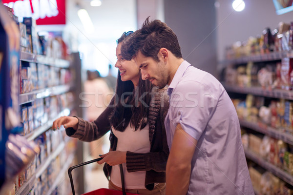 Couple Shopping supermarché fille alimentaire Photo stock © dotshock