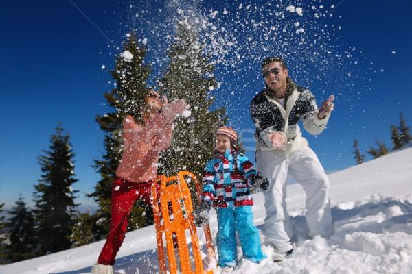 Familie frischen Schnee Winter Urlaub Stock foto © dotshock