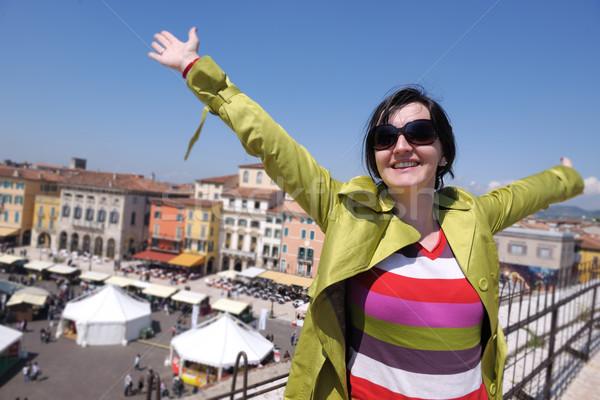 Turista mulher verona italiano cidade feliz Foto stock © dotshock