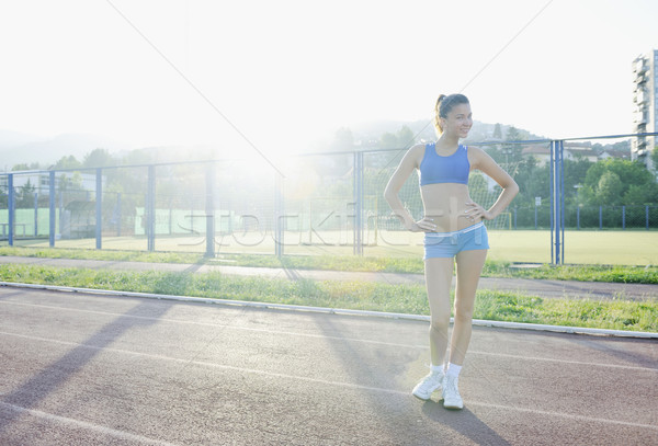 Glücklich sportlich Rennstrecke entspannen Frau Stock foto © dotshock