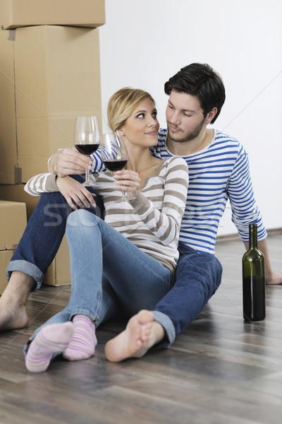 Déplacement nouvelle maison heureux femme homme Photo stock © dotshock