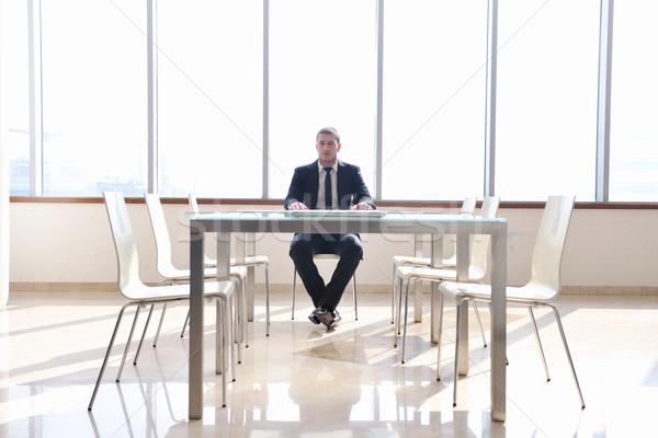 Сток-фото: деловой · человек · только · конференц-зал · молодые · адвокат · ноутбука